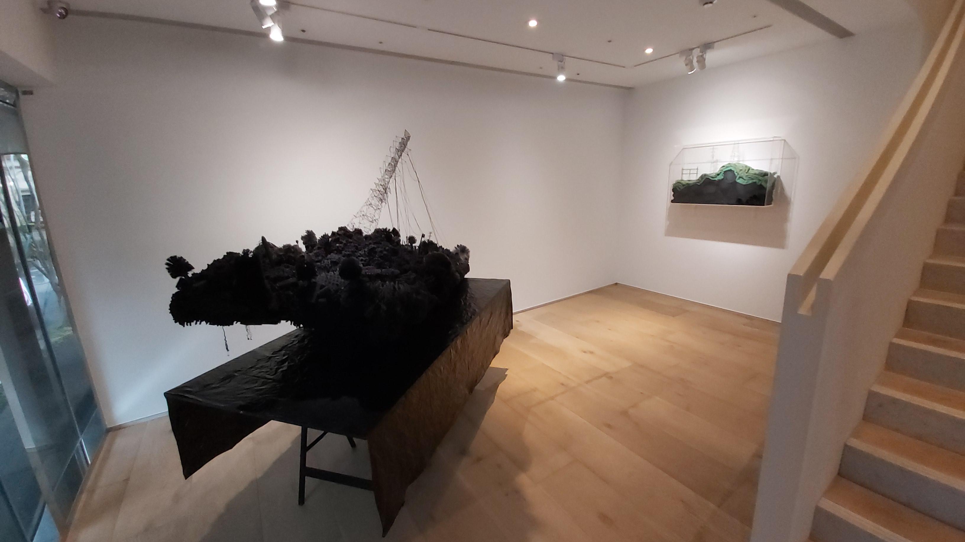 岩崎貴宏《混沌之外(崩塌)》作品於展場呈現樣貌