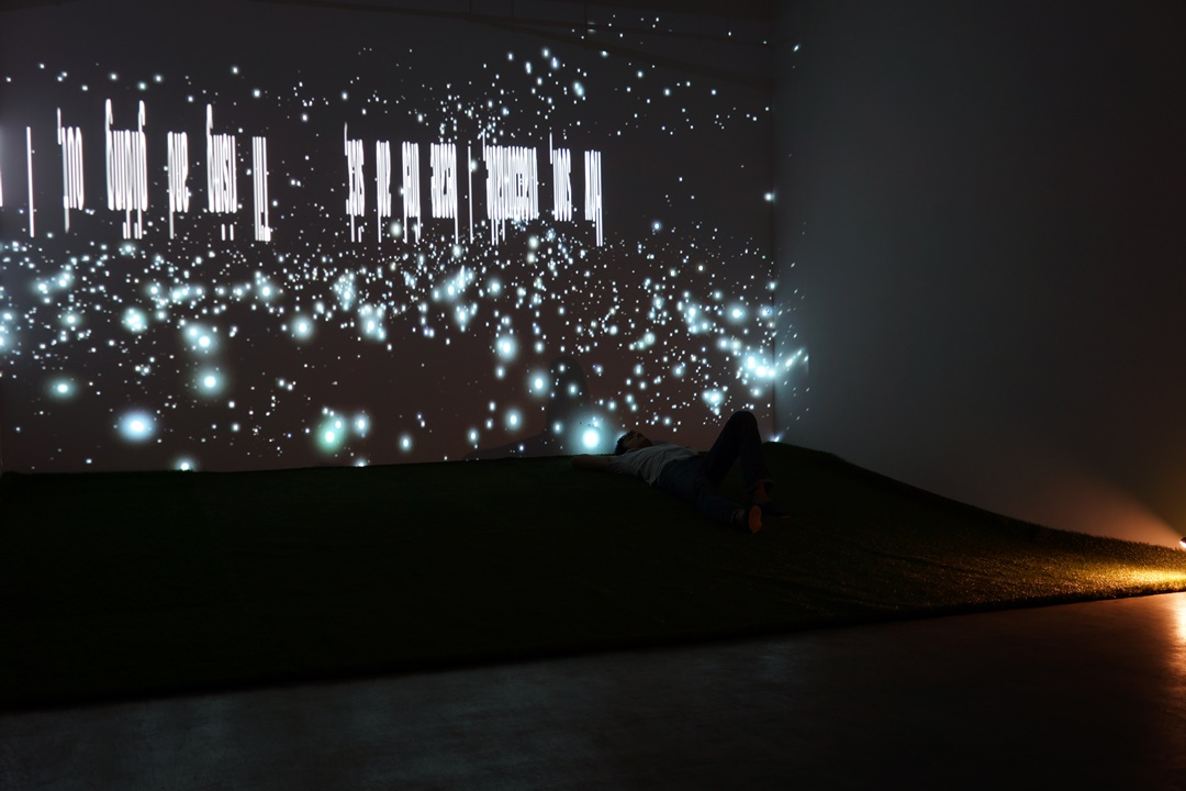 """吳梓寧 Laza WU Tzu-Ning / 天文學的啟示 Astronomy Inspiration/2011/影像互動裝置/5'59""""空間尺寸"""
