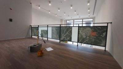 曾韻潔《垂釣現場I:為什麼沒有魚?》,2019-2020,尺寸依現場而定,水彩、數位影像、釣竿、文件、書籍。