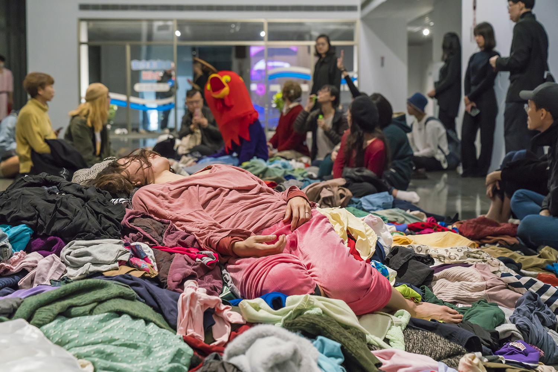 圖三、賈茜茹《這是一個在自助洗衣店的故事》