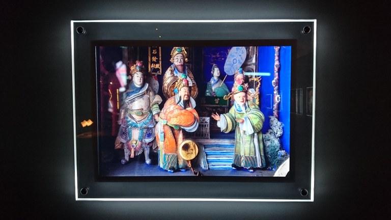 林柏樑的《對視》系列創造出一種重新親近宮廟人物塑像細節的影像介面。圖版提供 ∣ 王聖閎
